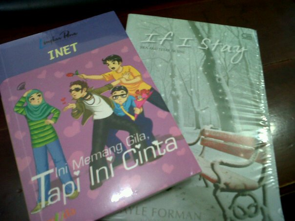 Dua Buku Tentang Kisah Cinta